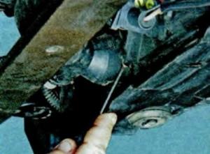 Снятие защиты картера двигателя