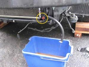 Слив антифриза из радиатора VW Passat