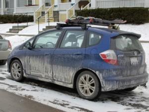 Грязь в сочетании с дорожными реагентами может вызвать коррозию кузова автомобиля